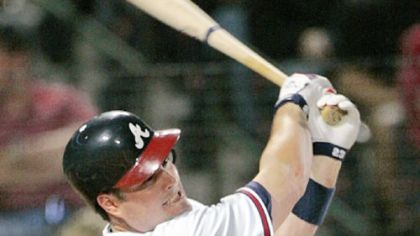Matt Diaz's home run in the fourth inning gave the Braves a 3-0 lead against Tom Gorzelanny.