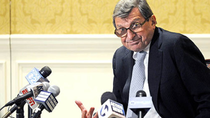 Penn State coach Joe Paterno fields questions at a news conference yesterday at the Duquesne Club.