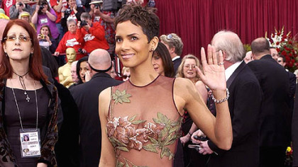 Halle Berry arrives at the Academy Awards in 2002. This gown by Elie Saab made him an overnight sensation.
