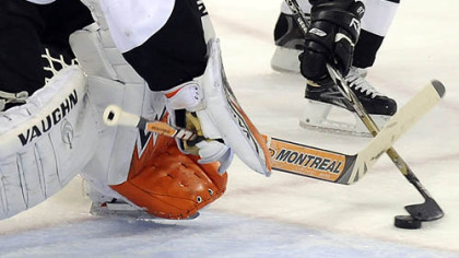 Penguins Sidney Crosby goes to the net against Flyers Martin Biron in the first period Sunday.