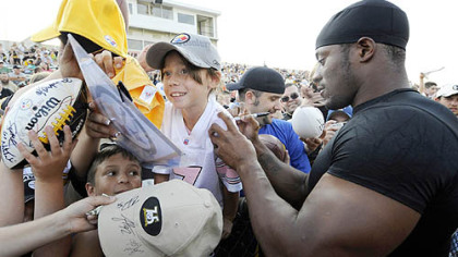 Running back Willie Parker signs autographs before training camp in Latrobe last night.