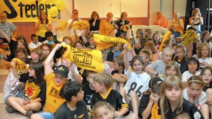 The Steelers quarterback was met with an enthusiastic welcome yesterday at Wyland Elementary.
