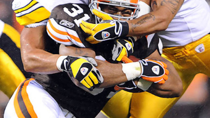 Steelers linebackers James Farrior and Larry Foote stuff Browns running back Jamal Lewis last night at Cleveland Browns Stadium.
