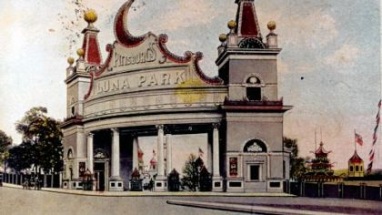 A vintage post card showing the entrance to Luna Park in Oakland.