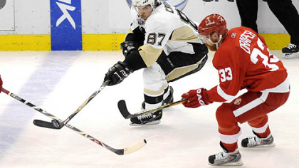 Sidney Crosby moves the puck against Red Wings' Kris Draper in the first period.