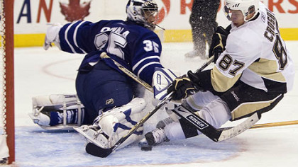 Penguins captain Sidney Crosby, right, scores past Toronto Maple Leafs goalie Vesa Toskala during third-period NHL preseason hockey game action yesterday in Toronto. (AP Photo/The Canadian Press,Nathan Denette)