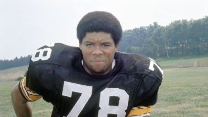 A 1975 file photo of  Pittsburgh Steelers defensive end Dwight White, the Steel Curtain defensive end known as &quot;Mad Dog&quot; who helped lead the Pittsburgh Steelers to four Super Bowl titles in the 1970s.