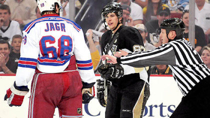 Sidney Crosby and the Rangers&#039; Jaromir Jagr have words at center ice in the first period yesterday at Mellon Arena.