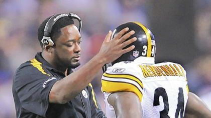 Pittsburgh Steelers head coach Mike Tomlin comforts Rashard Mendenhall after he fumbled against the Vikings