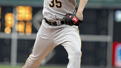 Pirates starting pitcher Jason Davis throws against the Phillies in the first inning yesterday in Philadelphia.