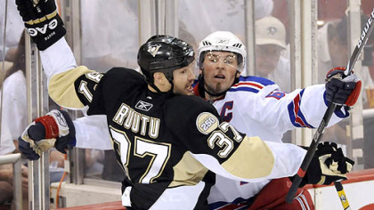 Jarkko Ruutu and the Rangers' Jagr collide in the third period.