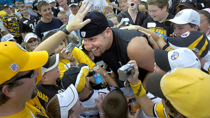 Roethlisberger is a hit with this crowd of children at the Steelers Kids Club before the start of practice at Steeler training camp. (July 26, 2007)