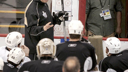 Penguins coach Michel Therrien talks to his players at practice yesterday at Joe Louis Arena in Detroit. After being shut out, 4-0, in Game 1 of the Stanley Cup final, Therrien is shifting the Penguins' lines around for tonight's game.