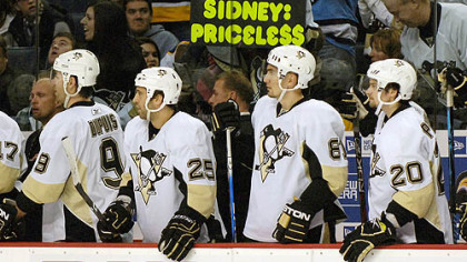From left, Pittsburgh Penguins Pascal Dupuis, Maxime Talbot, Miroslav Satan, of Slovakia, and Janne Pesonen, of Finland, wait to congratulate teammate Tyler Kennedy on his goal against the Buffalo Sabres during the first period of last night&#039;s game in Buffalo.