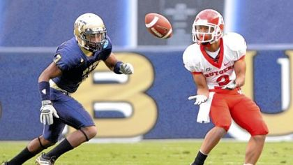 Rutgers&#039; Tim Brown pulls in a long pass against Pitt&#039;s Jovani Chappel in the second quarter Saturday.