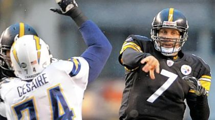 Steelers' Ben Roethlisberger completes a pass to Hines Ward in Sunday's win over the Chargers.