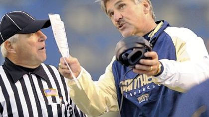 Dave Wannstedt pleads his case on a call with a referee in the second quarter yesterday at Heinz Field.