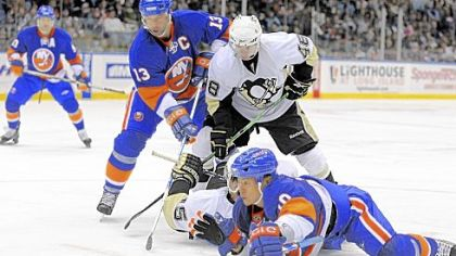 Mike Zigomanis, rear on ice, battles for the puck with the Islanders' Richard Park in their game last night in Uniondale, N.Y.