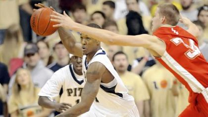 Pitt's Gilbert Brown has a stress fracture in his left foot.